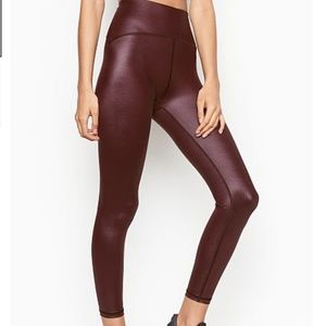 NWT VS Total Knockout 7/8 Legging Shimmer